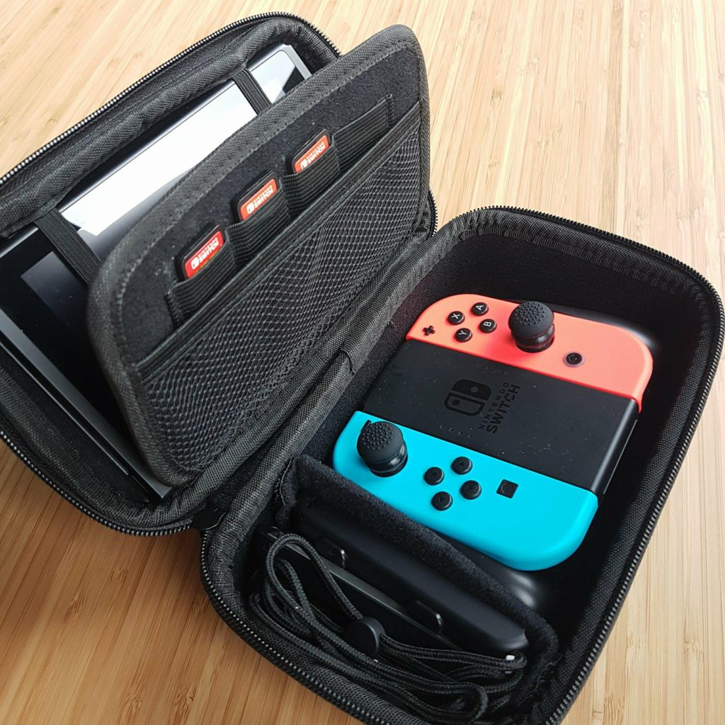 Housse rigide Nintendo Switch Fille Geek